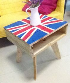 Tripod Flag-theme Mini Pallet Coffee Table It was the most amazing woodwork. A beautiful work of art