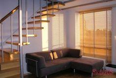 Żaluzje drewniane w salonie SKIRPUS 640X429