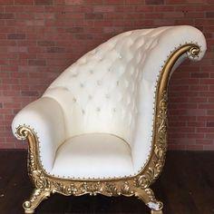 This is the Art Deco style, one . Chaise Rococo, Rococo Chair, Unique Furniture, Luxury Furniture, Home Furniture, Furniture Design, Chesterfield, Sofa Design, Interior Design
