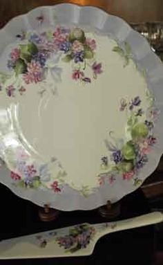 Porcelain cake plate and porcelain server, hand-painted with double violets by porcelain artist and china painting teacher, Jane Wright. China Plates, Plates And Bowls, Cake Plates, Painting Teacher, China Porcelain, Painted Porcelain, Dessert Tray, China Painting, Teller