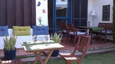 CÁDIZ, COSTA BALLENA, ROTA. Alquiler chalet dúplex en la Urb. Ballena Golf. Dispone de dos dormitorios, baño, aseo, salón, cocina, terraza, #jardín_privado y plaza de garaje techada. La urbanización linda con el campo de golf y cuenta con piscinas, amplios jardines y #carril_bici que comunican directamente con la playa (a 500 m). #Bicicletas_disponibles http://fotoalquiler.com/costaballena10692