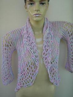 Bolero em tons de roxo ; tabalhado com 2 fios de algodao ; em trico e acabamento em croche.Modelo redondo que adapta-se ao corpo . R$120,00