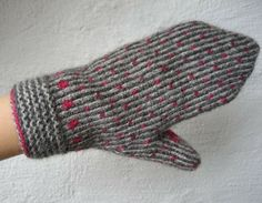 knitwear and dislocated: .and a few more before the party . Fingerless Mittens, Knit Mittens, Knitted Gloves, Wrist Warmers, Hand Warmers, Knitting Charts, Hand Knitting, Knitting Ideas, Knitting Accessories