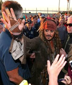 New Photo of Captain Jack Sparrow spending time with fans in Australia while filming POTC 5 Dead Men Tell No Tales. June 2nd 2015.