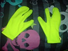 """""""Alien gloves"""" in yellow"""