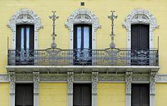 Casa privata 1908 - A. Fermini Uno dei balconi del terzo piano Milano, Piazzale Bacone 6   www.italialiberty.it