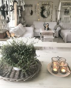 Shabby, Table Decorations, Furniture, Home Decor, Living Room, Decoration Home, Room Decor, Home Furnishings, Home Interior Design
