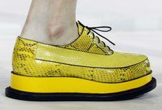 Fashion-Week Mailand: Extravagante Schuhmode von Jil Sander. Mehr zur Mailänder Modewoche: http://www.nachrichten.at/nachrichten/society/Generationswechsel-auf-Italienisch;art411,1314605 (Bild: Reuters)
