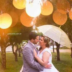 """""""Uma prova desse amor que é tão grande dentro de mim é acordar todos os dias ao teu lado, te dar aquele beijinho de bom dia, enrolar um pouquinho mais na cama por que a gente não quer levantar e saber que tu és o meu grande companheiro, o meu grande amor e o meu grande amigo. Eu te amo, eu te amo e eu te amo.""""  #wedding #groom #bride #flower #crown #rain #gabiverfefoto"""