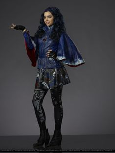 Evie (Played by Sofia Carson)