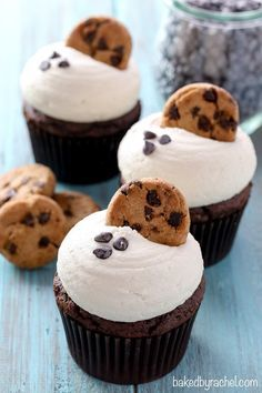Moist chocolate cupcakes with creamy brown sugar cookie dough frosting. Recipe from /bakedbyrachel/