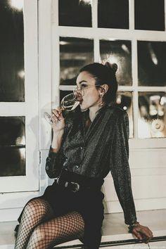 How to dress for an evening outfits woman accessories trend skirt in I . Comment s'habiller pour une soirée tenues femme accessoires tendance jupe en je… How to dress for an evening outfits women accessories trendy denim skirt black sequin shirt Evening Outfits, Night Outfits, Classy Outfits, Fall Outfits, Classy Casual, Classy Dress, Winter Party Outfits, Casual Outfits, Vegas Outfits