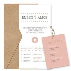 Eenvoudige trouwkaart met roze hartjes banner en hartje. Kleuren pas je zelf aan in onze ontwerptool. Leuk met een los label voor daggasten
