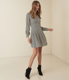 Discover our collection of beautiful dresses for women. Elegant dresses in the most on-trend styles, the obvious choice for all occasions. Beautiful Dresses For Women, Elegant Dresses, Nice Dresses, Reiss Dresses, Ladies Dress Design, Fit And Flare, Designer Dresses, Fashion Dresses, Fashion Trends