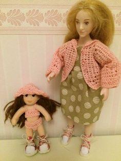 Hermionelle uusi pinkki jakku ja pienrmmälle Rosa-Marialle uusi lierihattu.  Molemmilla uudet lenkkarit !