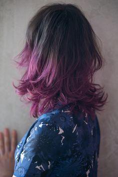 ピンクカラーを引き立てる イレギュラーなミックスカール・ミディアムヘアアレンジ