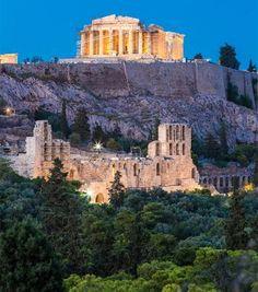 Eccolo, il Partenone. Lo splendore, immutato nel tempo, è tale che contemplando l'Acropoli sembra quasi di essere nell'antica Grecia.