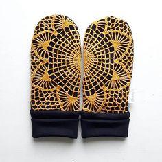 ☉ #aurinko Diy Clothes, Clothes For Women, Instagram Widget, Refashion, Mittens, Textiles, Craft Ideas, Sewing, Crafts
