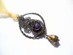 Ciondolo Wire Lisbeth  Filo di rame in colorazione di archidee, €25.00