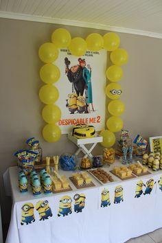 Party table despicable me theme