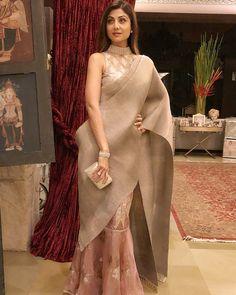 Saree draping styles - Shilpa Shetty Kundra's Eternal Love For Sarees Stylish Sarees, Stylish Dresses, Fashion Dresses, Saree Blouse Patterns, Sari Blouse Designs, Anarkali, Lehenga, Churidar, Salwar Kameez