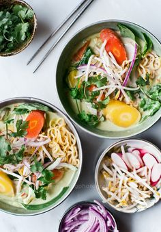 Spicy Thai Green Curry Ramen - omit the fish sauce to make it a filling vegetarian dinner Think Food, I Love Food, Good Food, Yummy Food, Tasty, Soup Recipes, Vegetarian Recipes, Cooking Recipes, Healthy Recipes