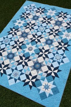 This excellent patchwork quilts is definitely an inspiring and top notch idea Colchas Quilt, Star Quilts, Quilt Blocks, Blue Quilts, Blackwork Patterns, Quilt Patterns, Quilting Tips, Quilting Designs, Quilting Tutorials