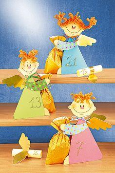Dieser Advenbtskalender aus Papier ist schnell gebastelt und absolut entzückend. Denn die niedlichen Engelchen haben für jeden Tag eine tolle Überraschung im Gepäck ... © Christophorus Verlag