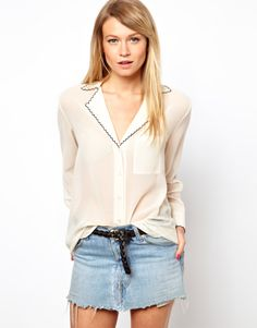 Contrast Scallop Embroidery Collar Blouse