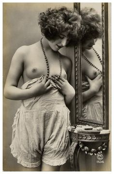 ❤ - Vintage photograph of a young woman. 1920's