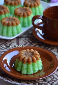 Baby Food Eating Tips Indonesian Desserts, Indonesian Cuisine, Asian Desserts, Baby Food Recipes, Snack Recipes, Cooking Recipes, Snacks, Malaysian Dessert, Steamed Cake