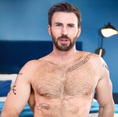 Can this man be any hotter? Can this man be any hotter? Robert Evans, Chris Evans Beard, Christopher Evans, Cris Evans, Style Masculin, Chris Evans Captain America, Captain America Tattoo, Hommes Sexy, Shirtless Men