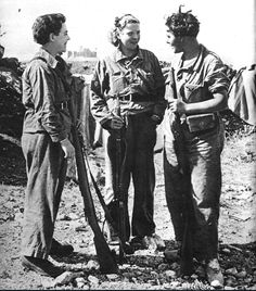 """Tres jovenes milicianas que se hallan luchando en el sector de Huesca"". 1936; Three young militiawomen fighting in the Huesca sector, Spanish Civil War"