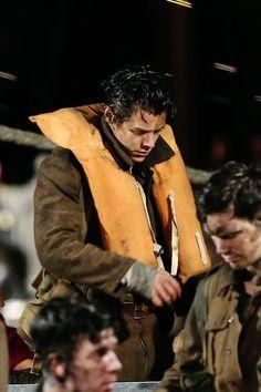Harry on the set of Dunkirk - Dunkirk Alex, Dunkirk Movie, Harry Styles Dunkirk, One Direction Art, British Boys, Christopher Nolan, Gucci Fashion, Harry Edward Styles, Beautiful Soul