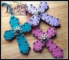saddle crosses
