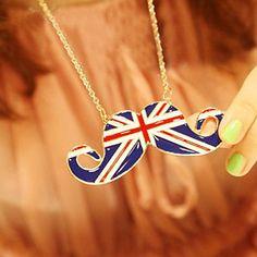 una collana a forma di baffi con la bandiera inglese