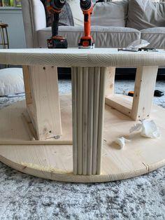 Diy Furniture Table, Diy Furniture Projects, Diy Wood Projects, Round Coffee Table Diy, Coffee Table Design, Stool Makeover, Furniture Makeover, Diy Stool, Ikea Hacks