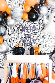 Here for the BOOS? Twerk or treat this Halloween with your best ghouls and celebrate in style! DIY balloon garland kits and banners make this the easiest setup! Halloween Backdrop, Halloween Balloons, Halloween Garland, Adult Halloween Party, Halloween Party Decor, Halloween Themes, Halloween Sweet 16, Adult Party Decorations, Halloween Carnival