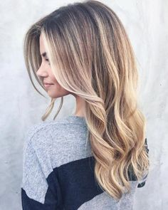 The balayage may be one of the hottest and most popular hair coloring solutions of today. If you're looking for a new hair color but can't figure out the difference between balayage, ombre, sombre…More Natural Blonde Balayage, Blonde Highlights, Caramel Highlights, Natural Balyage, Baylage Blonde, Platinum Highlights, Copper Blonde, Chunky Highlights, Caramel Blonde