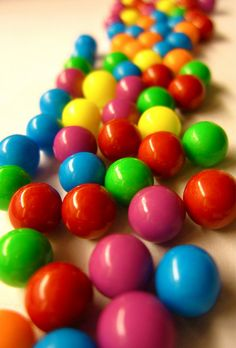 Rainbow candy balls   http://brilliantideasoldandnew.blogspot.com/