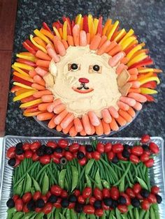 Give crudités a jungle flair at your little one's baby shower by arranging orange and yellow veggies around dip to form a lion's mane veggie tray. Veggie Plate, Veggie Tray, Vegetable Trays, Lion King Party, Lion King Birthday, Lion Party, Jungle Theme Birthday, Jungle Party, Jungle Snacks