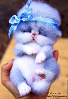 Купить Кошечка Зефирка - серый, белый, котенок из шерсти, котенок игрушка, котенок валяный
