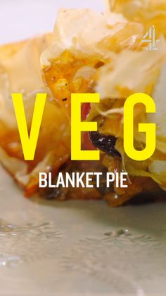 Butternut, zucchini and cherry tomato blanket pie Vegetable Recipes, Vegetarian Recipes, Cooking Recipes, Jamie Oliver, Olivers Vegetables, Quiches, Zucchini, Vegetable Pie, Butter