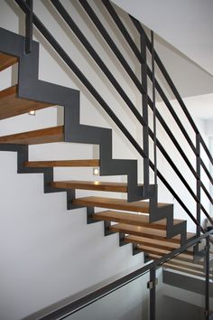 innentreppe stahltreppe mit holzstufen buche treppe stahl holz offtopic blindwerk pinterest. Black Bedroom Furniture Sets. Home Design Ideas