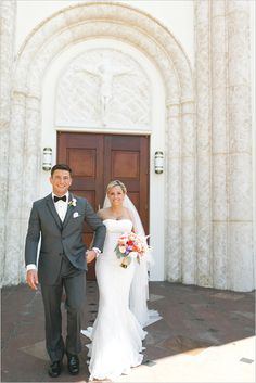 Gorgeous! Travel themed real wedding featured on Wedding Chicks.   Groom's look: BLACK by Vera Wang tuxedo, exclusively available at Men's Wearhouse: http://mensw.com/Oa1JRJ