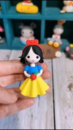 Polymer Clay Disney, Cute Polymer Clay, Cute Clay, Polymer Clay Dolls, Polymer Clay Crafts, Diy Clay, Clay Crafts For Kids, Fun Easy Crafts, Cake Decorating Techniques