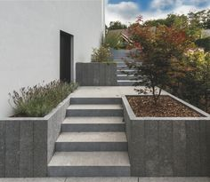 The Effective Pictures We Offer You About Landscaping Retaining Walls flo Landscaping Retaining Walls, Home Landscaping, Back Gardens, Outdoor Gardens, Landscape Stairs, Japan Garden, Exterior Stairs, Front Yard Design, Garden Steps
