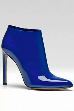 Gucci 2013 - blue patent leather ankle boot, with straight stiletto heel. Bootie Boots, Shoe Boots, Ankle Boots, Shoes Sandals, Hot Shoes, Blue Shoes, Royal Blue Boots, Marken Outlet, Gucci Spring