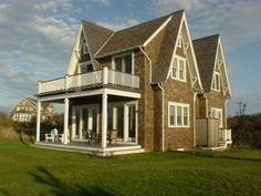 Shingle-Style Exterior | coolhouses.frontdoor.com