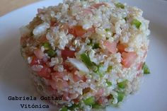Receta saludable: ensalada ligera y fresca de quinoa y vegetales. Ingredientes, preparación, cocción y tabla de calorías con hidratos,...
